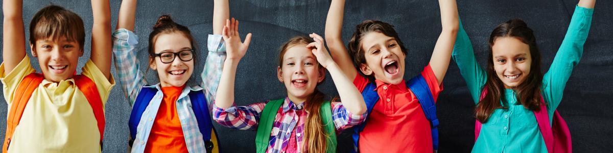 Glade skolebørn.